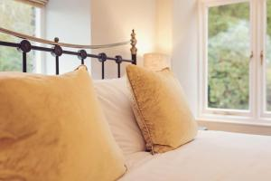 A bed or beds in a room at Ambleside Lake House
