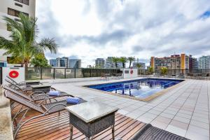 The swimming pool at or close to Comfort Suites Brasília