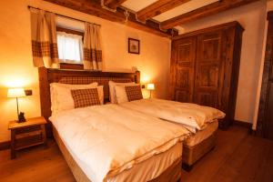A bed or beds in a room at Au Coeur Des Neiges & SPA