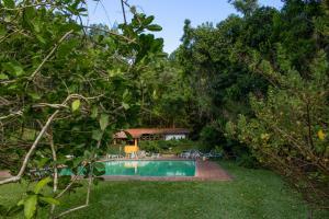The swimming pool at or close to Pousada da Alcobaça