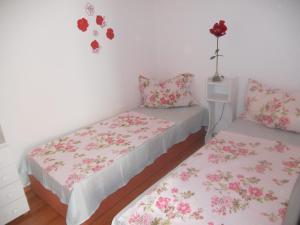 A bed or beds in a room at La Perla Wellness Apartman