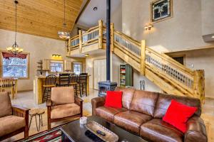 A seating area at Scenic Mountain Cabin on 4 Wooded Acres and Hot Tub!