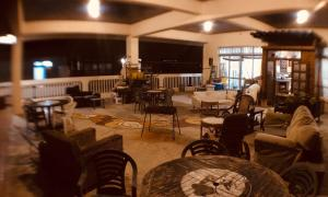 A restaurant or other place to eat at Hostel Yado Ari