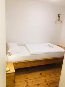 A bed or beds in a room at Auenlandhof