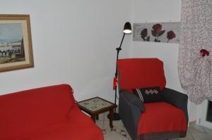 A seating area at Antica Dimora in Centro