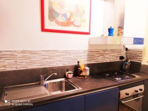 A kitchen or kitchenette at Nadia's Lovely Home