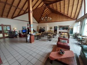 A restaurant or other place to eat at Hotel Austral Ushuaia