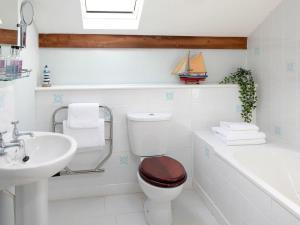 A bathroom at The Tack Room
