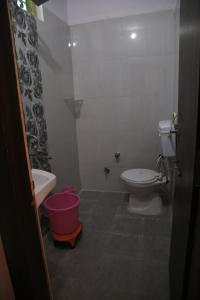 A bathroom at Hotel Shri Karni Vilas