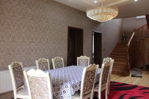 Um restaurante ou outro lugar para comer em Villa Roma