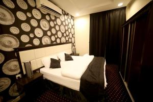 Cama ou camas em um quarto em By Quiet Rooms الغرف الهادئة للوحدات السكنية
