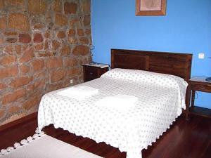 A bed or beds in a room at Hotel Rural El Rincón de Gadea