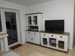 A television and/or entertainment centre at Apartment am Park