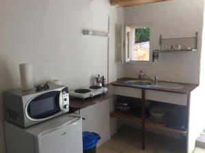 A kitchen or kitchenette at Plus belle la vie ici