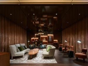 The lounge or bar area at Mitsui Garden Hotel Roppongi Tokyo Premier