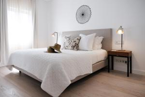 A bed or beds in a room at Praia Verde Boutique Hotel