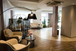 The lobby or reception area at Hotel Atlas Leipzig