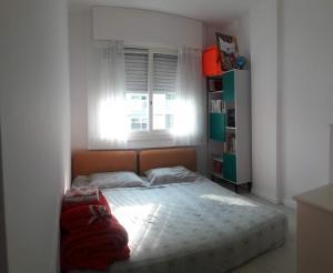 A bed or beds in a room at AMPLO 2Dorm. c/Box coberto e segurança 24hs no Menino Deus