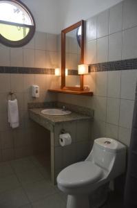 A bathroom at Pizzeria Colisseo B & B