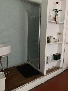 A bathroom at Liberté
