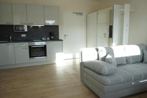 A kitchen or kitchenette at BestBoarding24