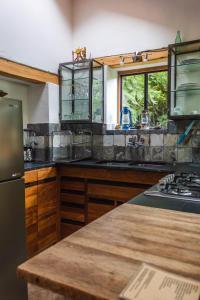 A kitchen or kitchenette at El Albergue Ollantaytambo