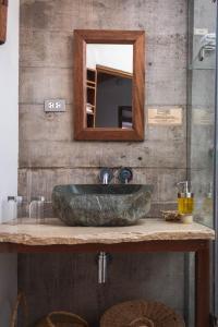 A bathroom at El Albergue Ollantaytambo