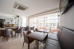 Um restaurante ou outro lugar para comer em Hotel Nossa Senhora da Paz