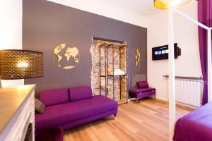 A seating area at Apartments and Suites 5 Terre La Spezia