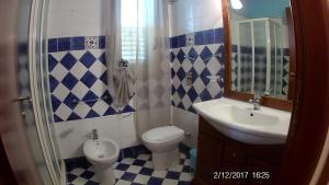 A bathroom at Villa Cala Creta