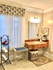 A bathroom at Greenview Manor, Luxury Bed & Breakfast