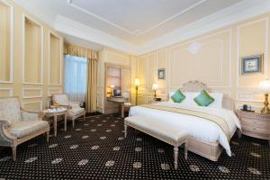 A bed or beds in a room at Harbourview Hotel Macau