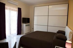 A bed or beds in a room at B&B Villa Setharè