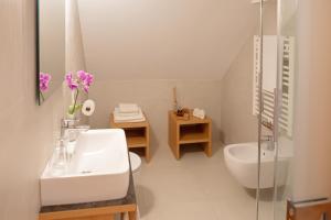 Een badkamer bij Hotel Baur Am See
