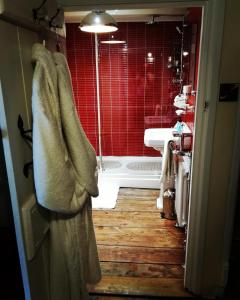 A bathroom at The Firecat Country House Guesthouse