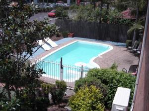 The swimming pool at or near Avaleen Lodge Motor Inn