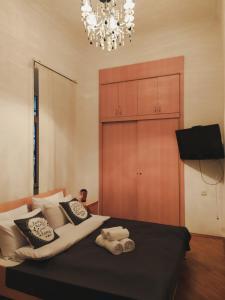 Cama ou camas em um quarto em At Baku 23rd Line Apartment