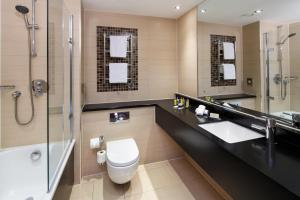 A bathroom at Delta Hotels by Marriott Cheltenham Chase