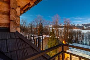 Balkon lub taras w obiekcie Apartamenty Willa Olsza