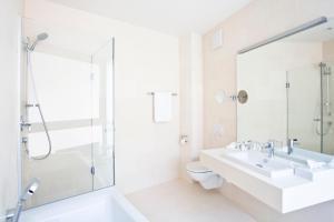 Ein Badezimmer in der Unterkunft Schlossberghotel - Das Kunsthotel