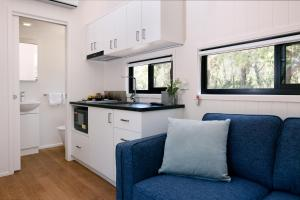 A kitchen or kitchenette at Reflections Holiday Parks Jimmys Beach
