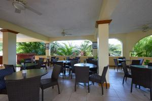 A restaurant or other place to eat at Icis Villas