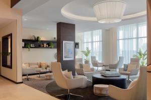 A seating area at Hyatt Place Dubai Jumeirah