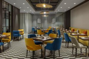 A restaurant or other place to eat at Hyatt Place Dubai Jumeirah