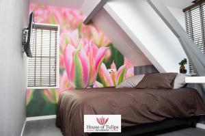 A bed or beds in a room at House of Tulips