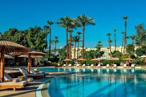 Der Swimmingpool an oder in der Nähe von Sofitel Winter Palace Luxor