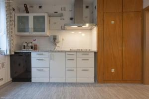 A kitchen or kitchenette at Pension Doemens