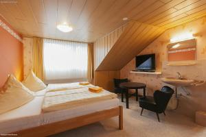 A bed or beds in a room at Pension Doemens