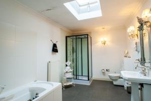 Een badkamer bij Charme Hotel Hancelot
