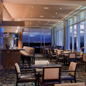 A restaurant or other place to eat at Hyatt Regency Denver at Colorado Convention Center